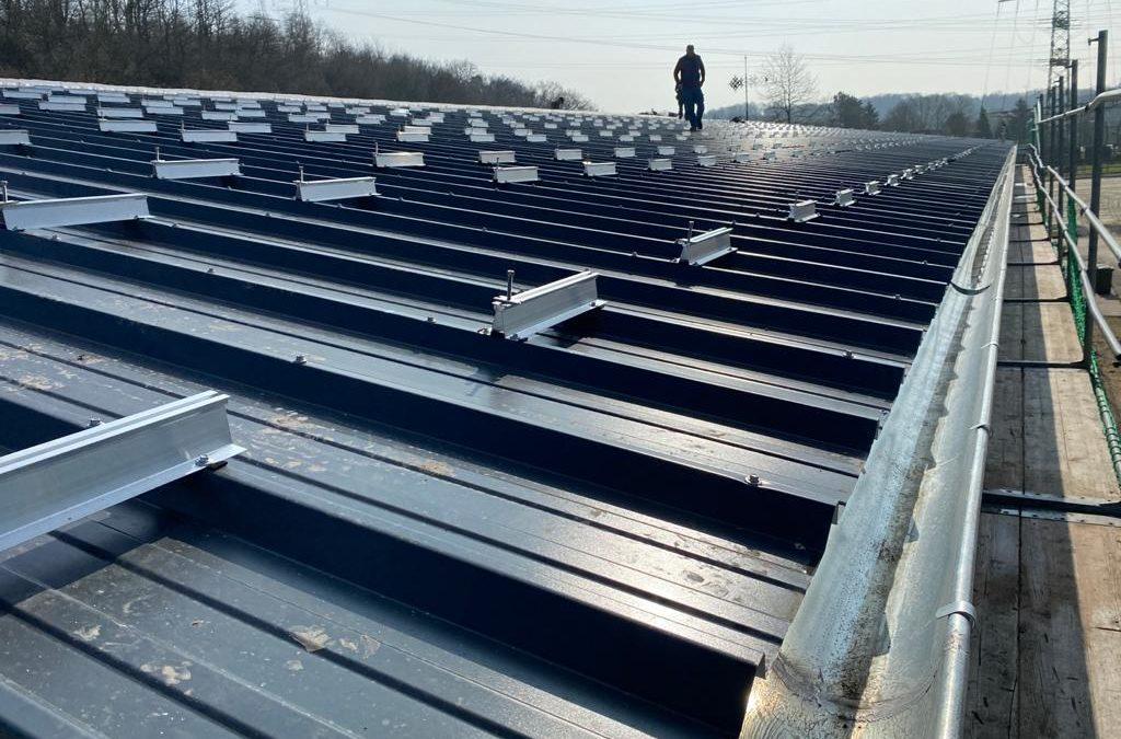 Installation der Photovoltaikanlage des LRV